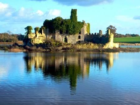 boating holidays ireland with a penichette on the river shannon castle cpp800